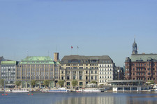 Hamburg water buildings skyline